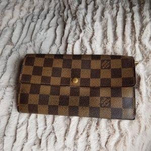 Impressive Louis Vuitton Damier Long Wallet